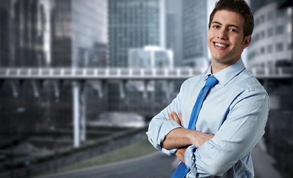 שיחה עם בוגר תואר ראשון במנהל עסקים: איך להפוך למנהל בגיל 30